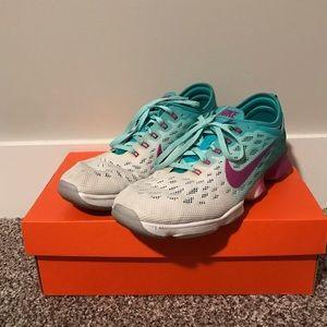 Nike Shoes - Women's Nike Zoom Size 9.5